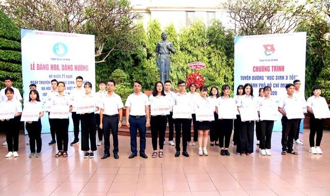 Hội Sinh viên TP. HCM trao học bổng cho cán bộ Hội tiêu biểu ảnh 2