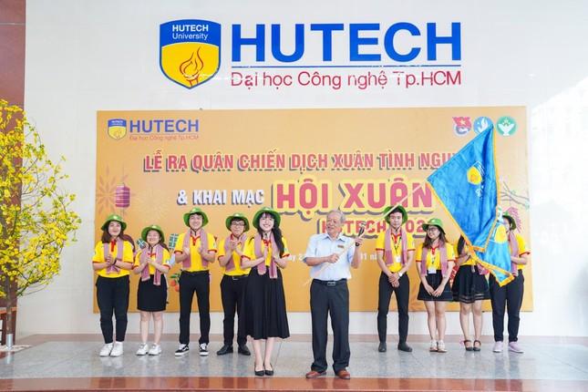 """Sinh viên trường ĐH Công nghệ TP. HCM ra quân chiến dịch """"Xuân tình nguyện"""" ảnh 3"""