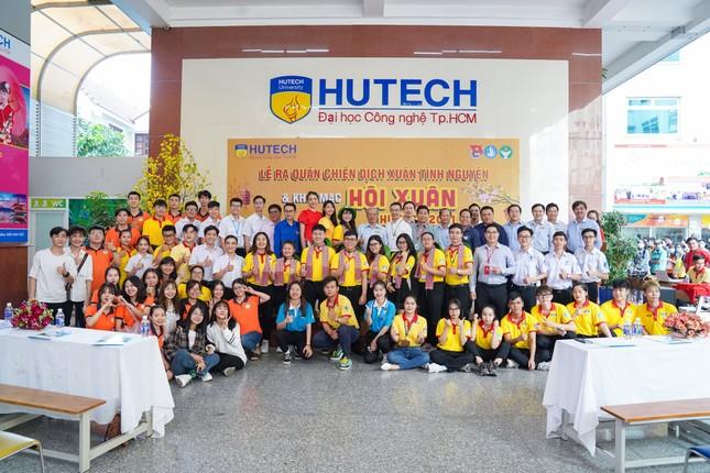 """Sinh viên trường ĐH Công nghệ TP. HCM ra quân chiến dịch """"Xuân tình nguyện"""" ảnh 1"""