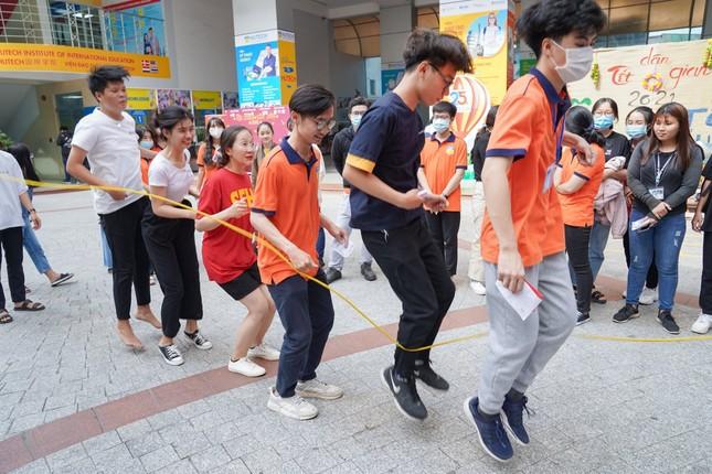"""Sinh viên trường ĐH Công nghệ TP. HCM ra quân chiến dịch """"Xuân tình nguyện"""" ảnh 10"""