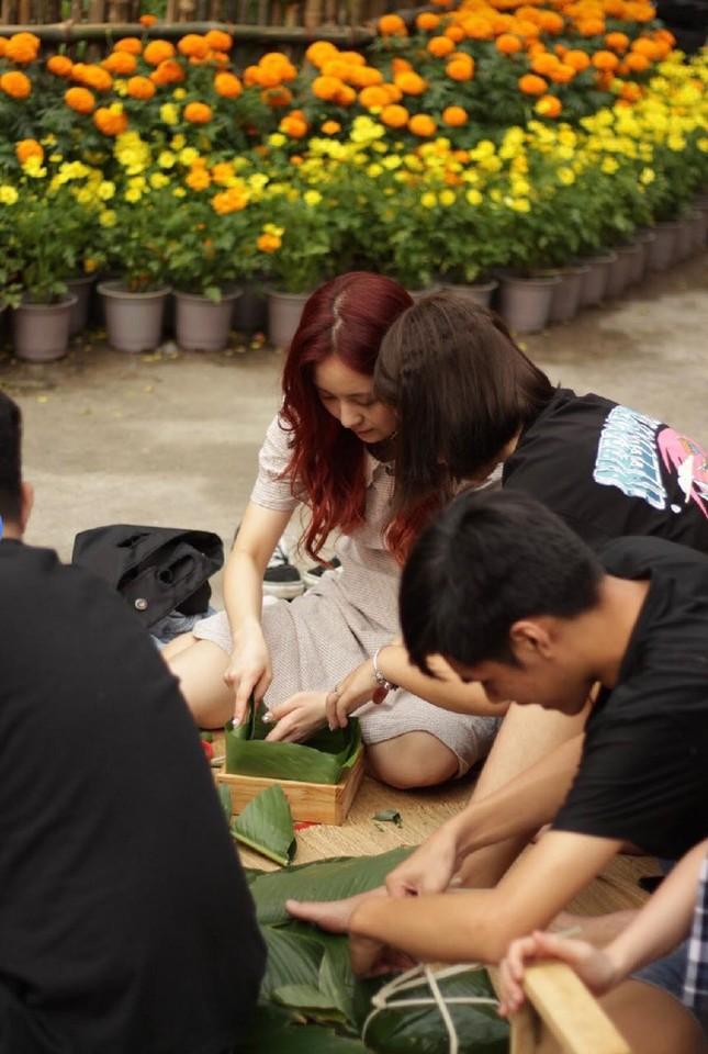 Những sinh viên quốc tế lần đầu trải nghiệm Tết Việt ảnh 6