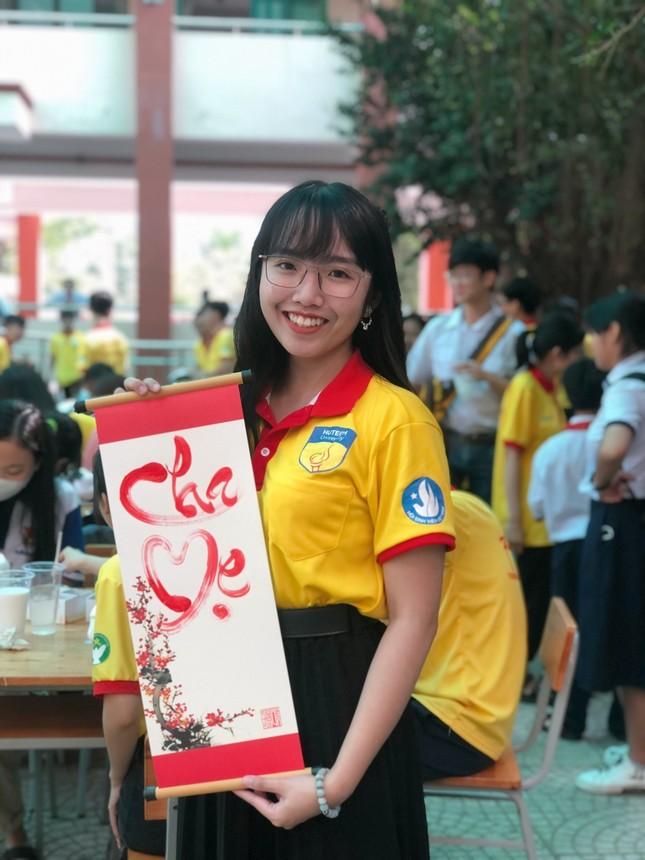 Nữ Chủ tịch Hội Sinh viên tài năng, có nụ cười tỏa nắng ảnh 4