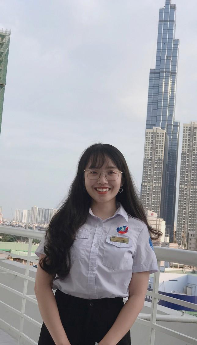 Nữ Chủ tịch Hội Sinh viên tài năng, có nụ cười tỏa nắng ảnh 6