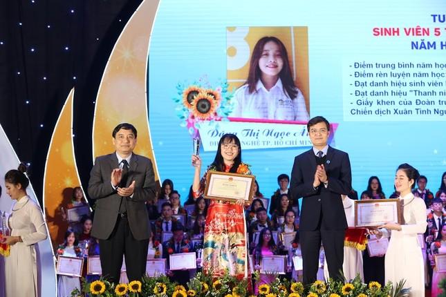 Nữ Chủ tịch Hội Sinh viên tài năng, có nụ cười tỏa nắng ảnh 2