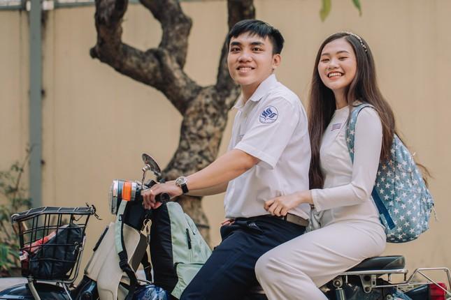 Cặp đôi về lại trường cũ chụp ảnh cưới siêu cute ảnh 2