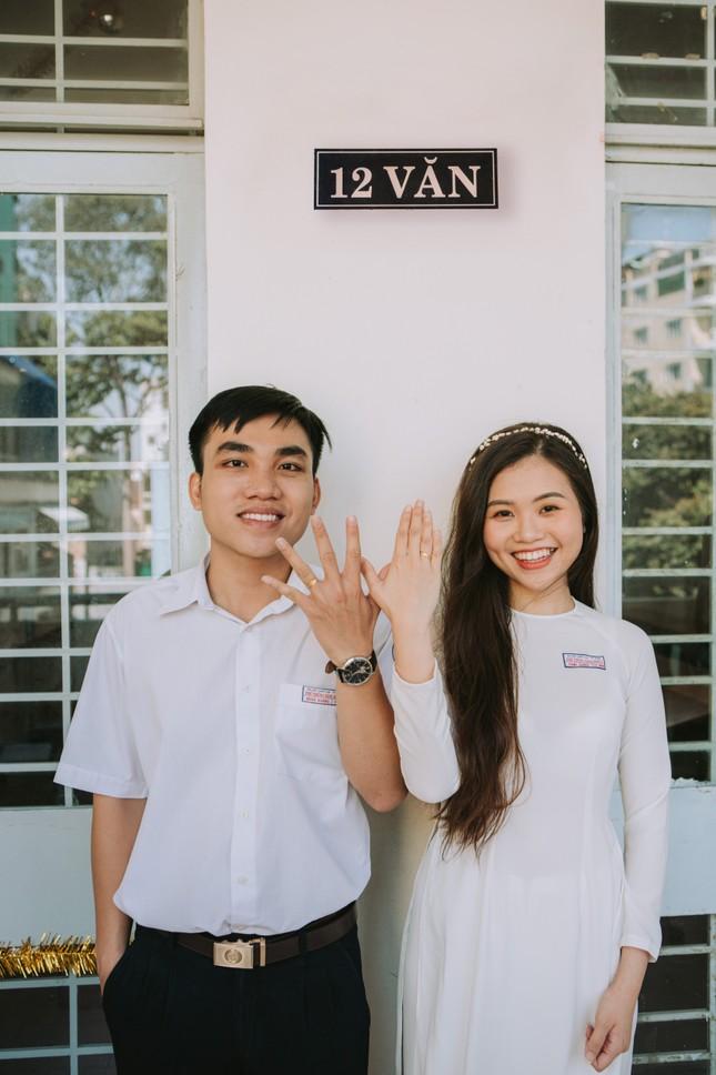 Cặp đôi về lại trường cũ chụp ảnh cưới siêu cute ảnh 5