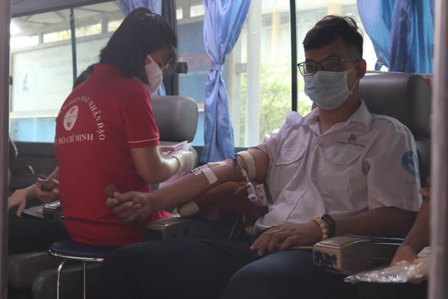 Hội Sinh viên trường ĐH KHTN (ĐHQG TP. HCM) tổ chức chương trình hiến máu tình nguyện ảnh 12
