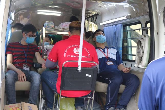 Hội Sinh viên trường ĐH KHTN (ĐHQG TP. HCM) tổ chức chương trình hiến máu tình nguyện ảnh 13