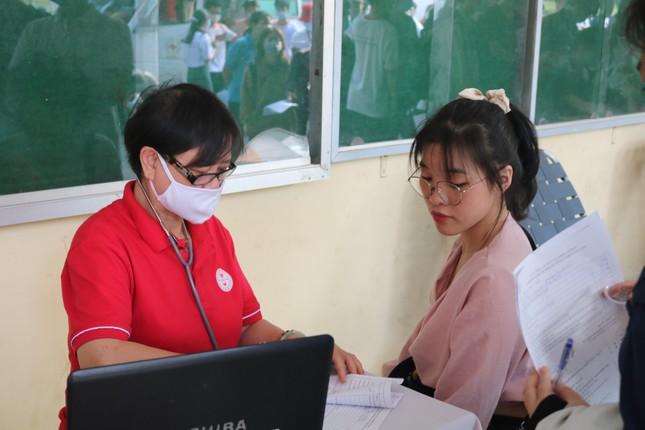 Hội Sinh viên trường ĐH KHTN (ĐHQG TP. HCM) tổ chức chương trình hiến máu tình nguyện ảnh 9