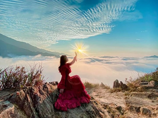 Lặng ngắm biển mây trên đỉnh Tà Xùa ảnh 7