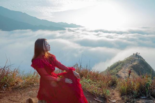 Lặng ngắm biển mây trên đỉnh Tà Xùa ảnh 9