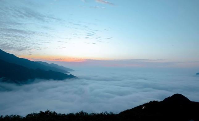Lặng ngắm biển mây trên đỉnh Tà Xùa ảnh 11