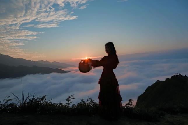 Lặng ngắm biển mây trên đỉnh Tà Xùa ảnh 12