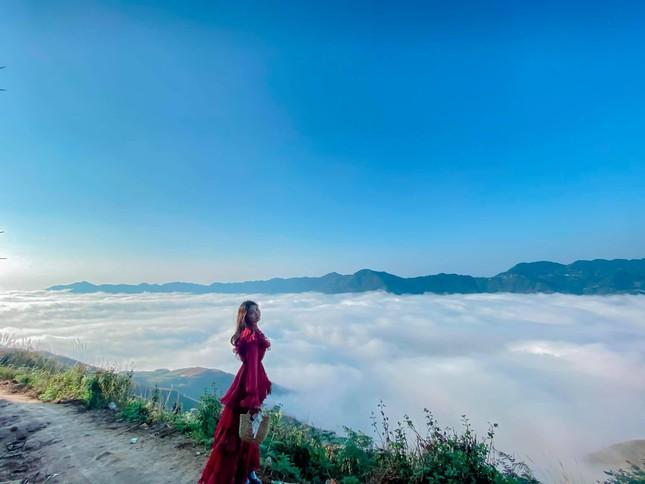 Lặng ngắm biển mây trên đỉnh Tà Xùa ảnh 13