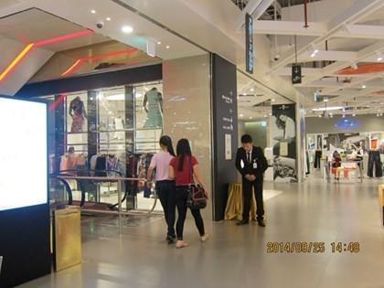 Sau tháng 'trăng mật', Lotte Mart Hà Nội giảm giá 50% vẫn ế ảnh 1