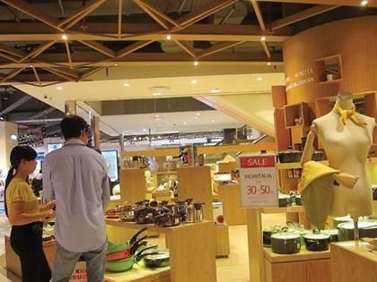 Sau tháng 'trăng mật', Lotte Mart Hà Nội giảm giá 50% vẫn ế ảnh 6
