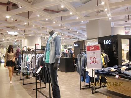 Sau tháng 'trăng mật', Lotte Mart Hà Nội giảm giá 50% vẫn ế ảnh 7