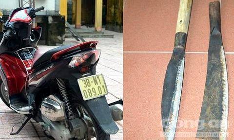 Hai thanh niên chặn đường cướp xe máy của người phụ nữ ảnh 1