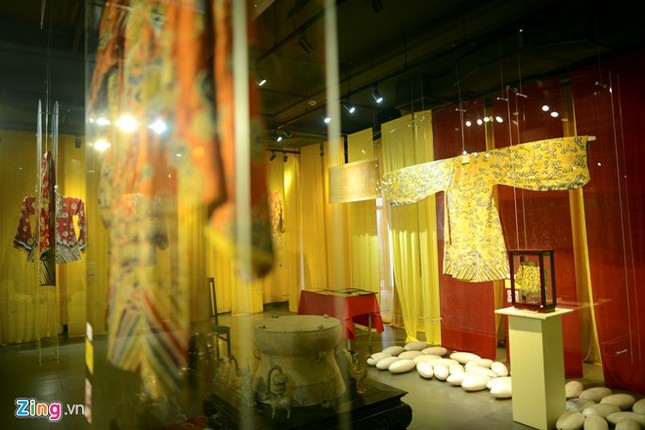 Nghìn guồng quay tơ vàng trên phố đi bộ Hà Nội ảnh 12