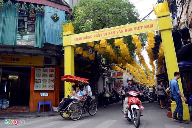 Nghìn guồng quay tơ vàng trên phố đi bộ Hà Nội ảnh 1