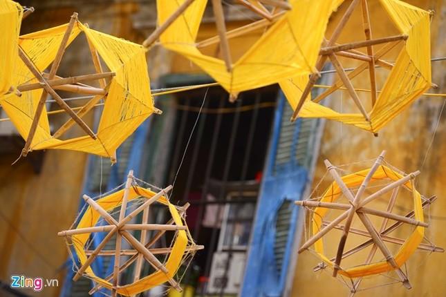 Nghìn guồng quay tơ vàng trên phố đi bộ Hà Nội ảnh 3