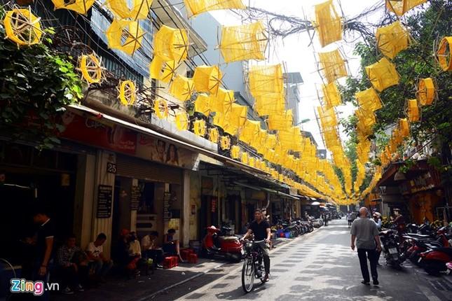 Nghìn guồng quay tơ vàng trên phố đi bộ Hà Nội ảnh 4