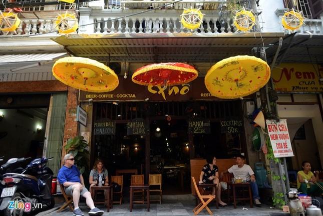 Nghìn guồng quay tơ vàng trên phố đi bộ Hà Nội ảnh 5
