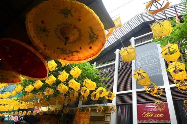 Nghìn guồng quay tơ vàng trên phố đi bộ Hà Nội ảnh 9
