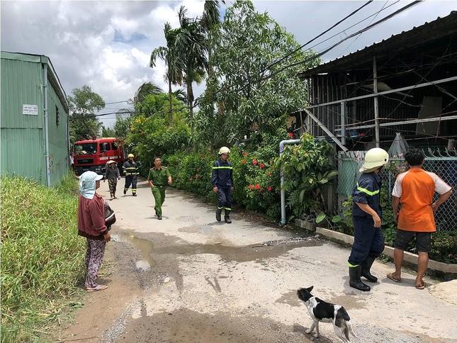 Người đàn ông say rượu đốt nhà khiến khu dân cư Sài Gòn náo loạn ảnh 1