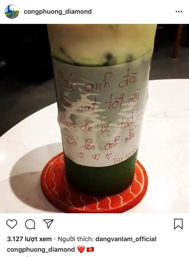 Tiến Dũng, Quang Hải, Đức Chinh tụ tập ăn uống sau lễ vinh danh ảnh 2