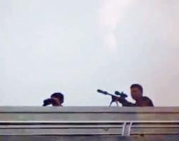Gần 100 cảnh sát bao vây đối tượng mang hàng nóng tử thủ ảnh 4