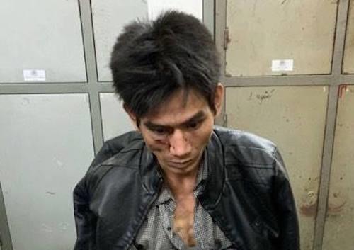 Cảnh sát quật ngã kẻ trang bị lựu đạn và súng đi buôn ma túy ảnh 1