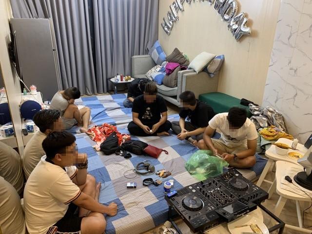 Hơn 100 cảnh sát đột kích ổ bay lắc tại chung cư ở Sài Gòn ảnh 2