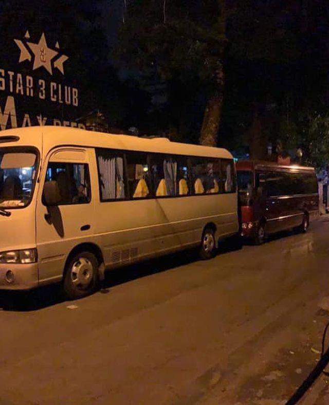 Công an Hà Nội đột kích Star 3 Club, gần 200 dân chơi bị đưa về trụ sở ảnh 1