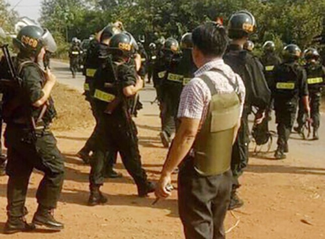 Hàng trăm cảnh sát dùng xe bọc thép vây bắt kẻ nổ súng 4 người chết ở Củ Chi ảnh 5