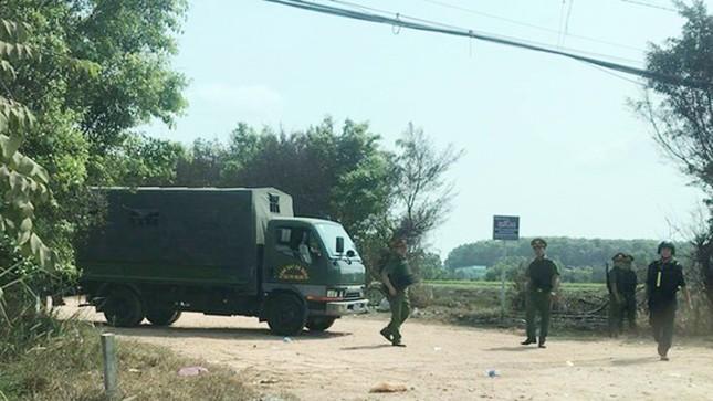 Hàng trăm cảnh sát dùng xe bọc thép vây bắt kẻ nổ súng 4 người chết ở Củ Chi ảnh 2