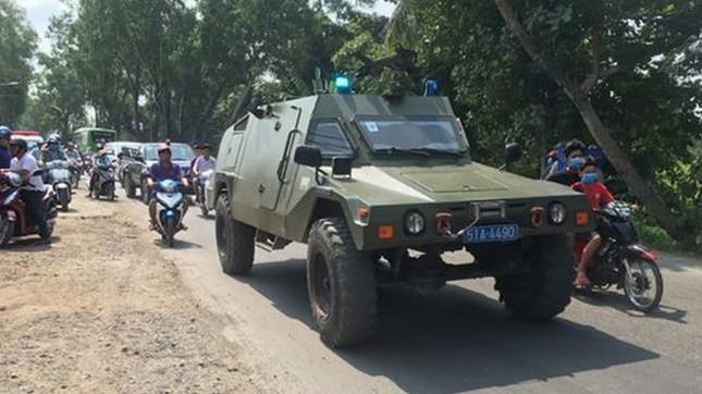Hàng trăm cảnh sát dùng xe bọc thép vây bắt kẻ nổ súng 4 người chết ở Củ Chi ảnh 3
