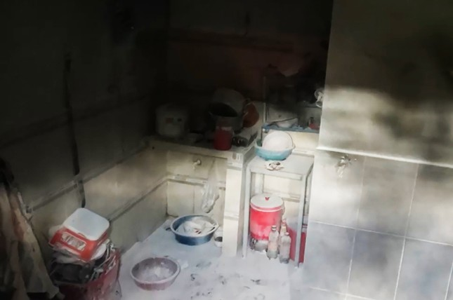 Vợ đốt phòng trọ sau cãi vã, chồng và con gái bị bỏng nặng ảnh 2