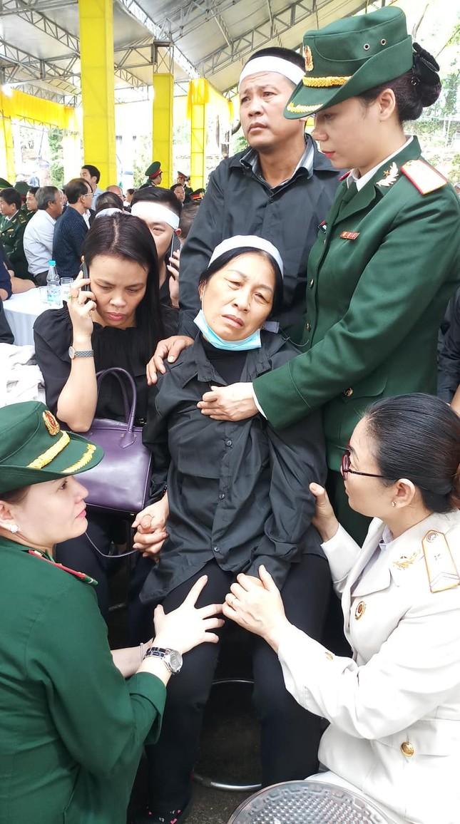 Hàng ngàn người tiễn biệt 13 liệt sĩ hy sinh tại Rào Trăng ảnh 18