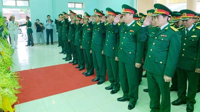 Hàng ngàn người tiễn biệt 13 liệt sĩ hy sinh tại Rào Trăng ảnh 14