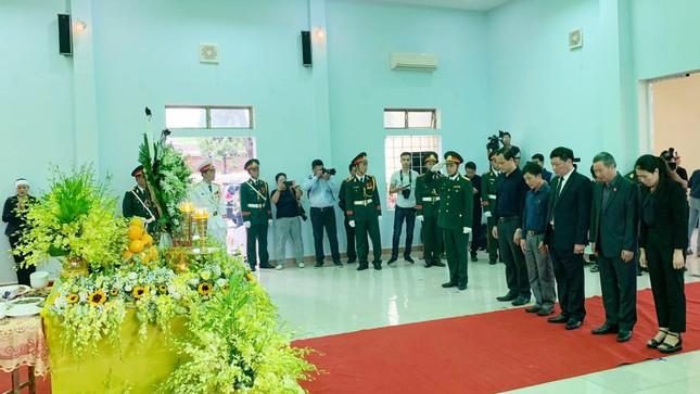 Hàng ngàn người tiễn biệt 13 liệt sĩ hy sinh tại Rào Trăng ảnh 13