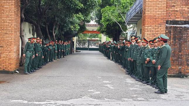 Hàng ngàn người tiễn biệt 13 liệt sĩ hy sinh tại Rào Trăng ảnh 30