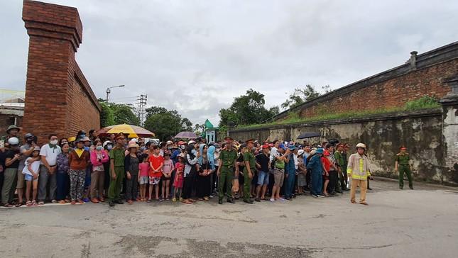Hàng ngàn người tiễn biệt 13 liệt sĩ hy sinh tại Rào Trăng ảnh 31