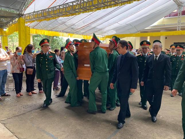 Hàng ngàn người tiễn biệt 13 liệt sĩ hy sinh tại Rào Trăng ảnh 37
