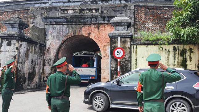 Hàng ngàn người tiễn biệt 13 liệt sĩ hy sinh tại Rào Trăng ảnh 35
