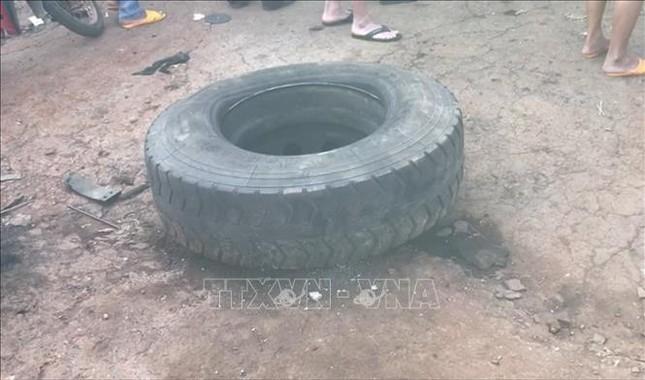 Đang sửa xe, chủ garage bị lốp ô tô rơi trúng đầu tử vong ảnh 2