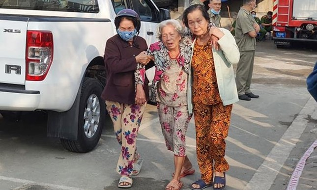 Sức khoẻ nạn nhân sống sót sau vụ cháy 6 người chết tại Thủ Đức hiện ra sao? ảnh 4