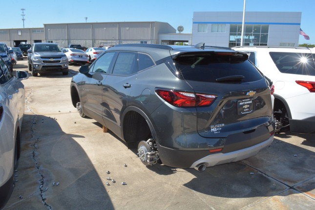 Hơn 30 chiếc Chevrolet bị trộm hết bánh xe ở Mỹ ảnh 1
