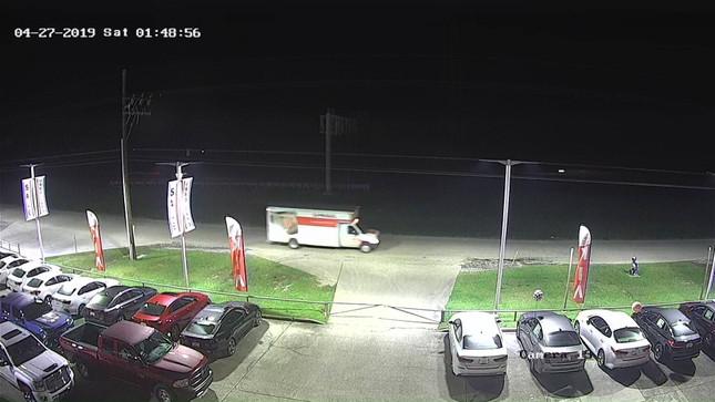 Hơn 30 chiếc Chevrolet bị trộm hết bánh xe ở Mỹ ảnh 3