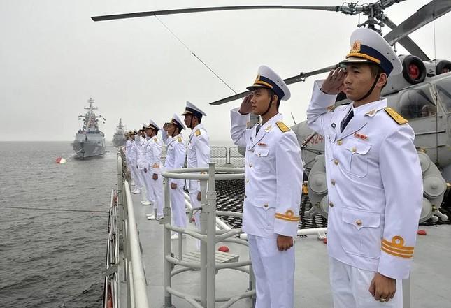 Tàu hộ vệ Việt Nam trong lần đầu duyệt binh hải quân tại Nga ảnh 2